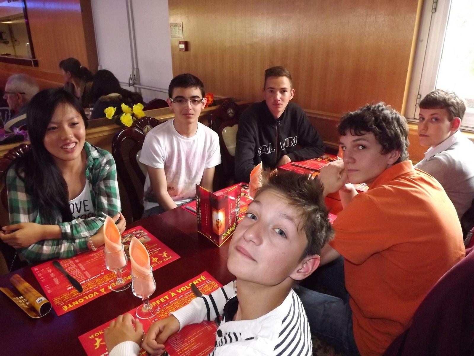 Déjeuner au restaurant wok-grill à Bron avenue du président Salvador Allende des parents d'Alice, un régal dans tous les sens du terme.