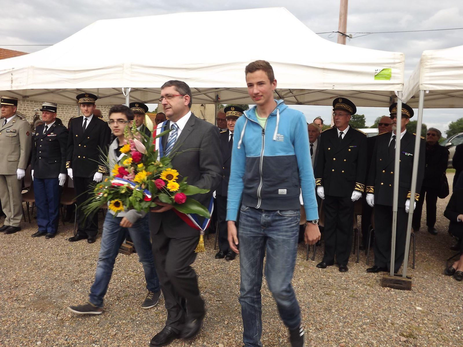 Mattéo et Valentin avec Monsieur Ducarre Maire de Melay