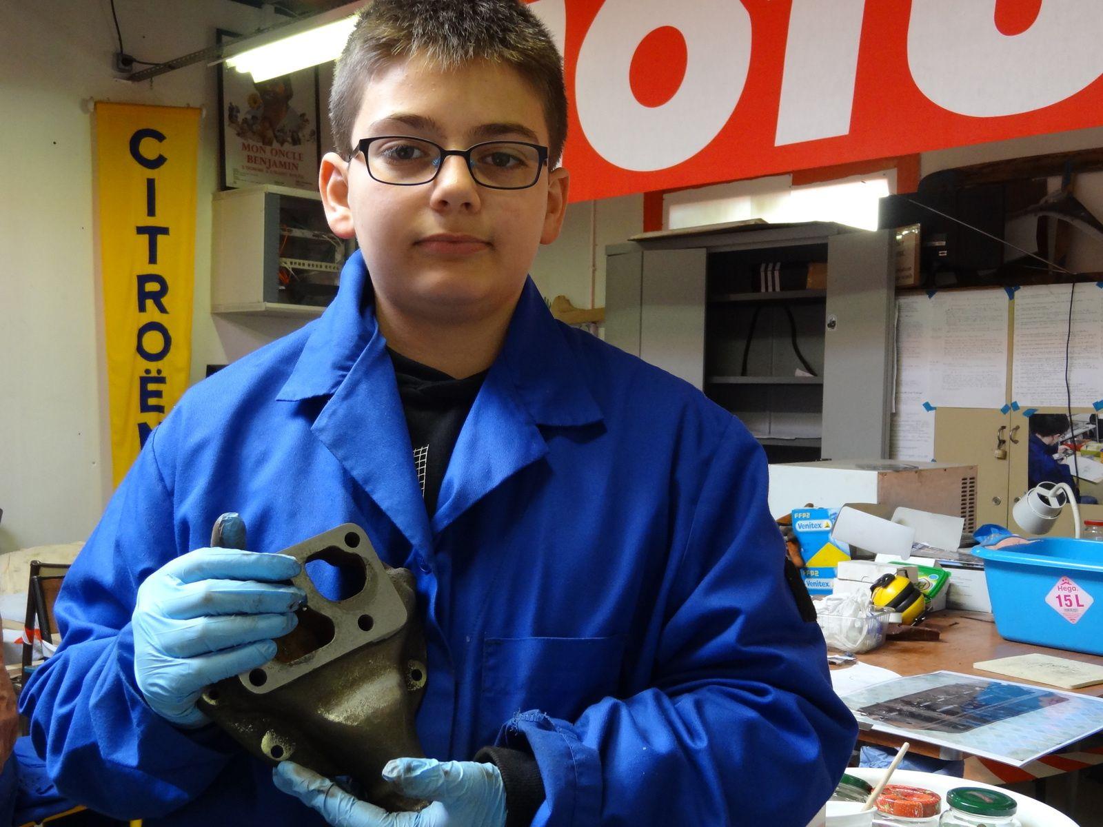 Nettoyage du bloc moteur pompe à eau par Alexis.