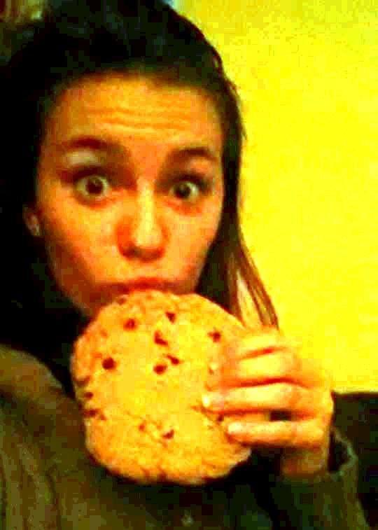 Mylène et son cookie !