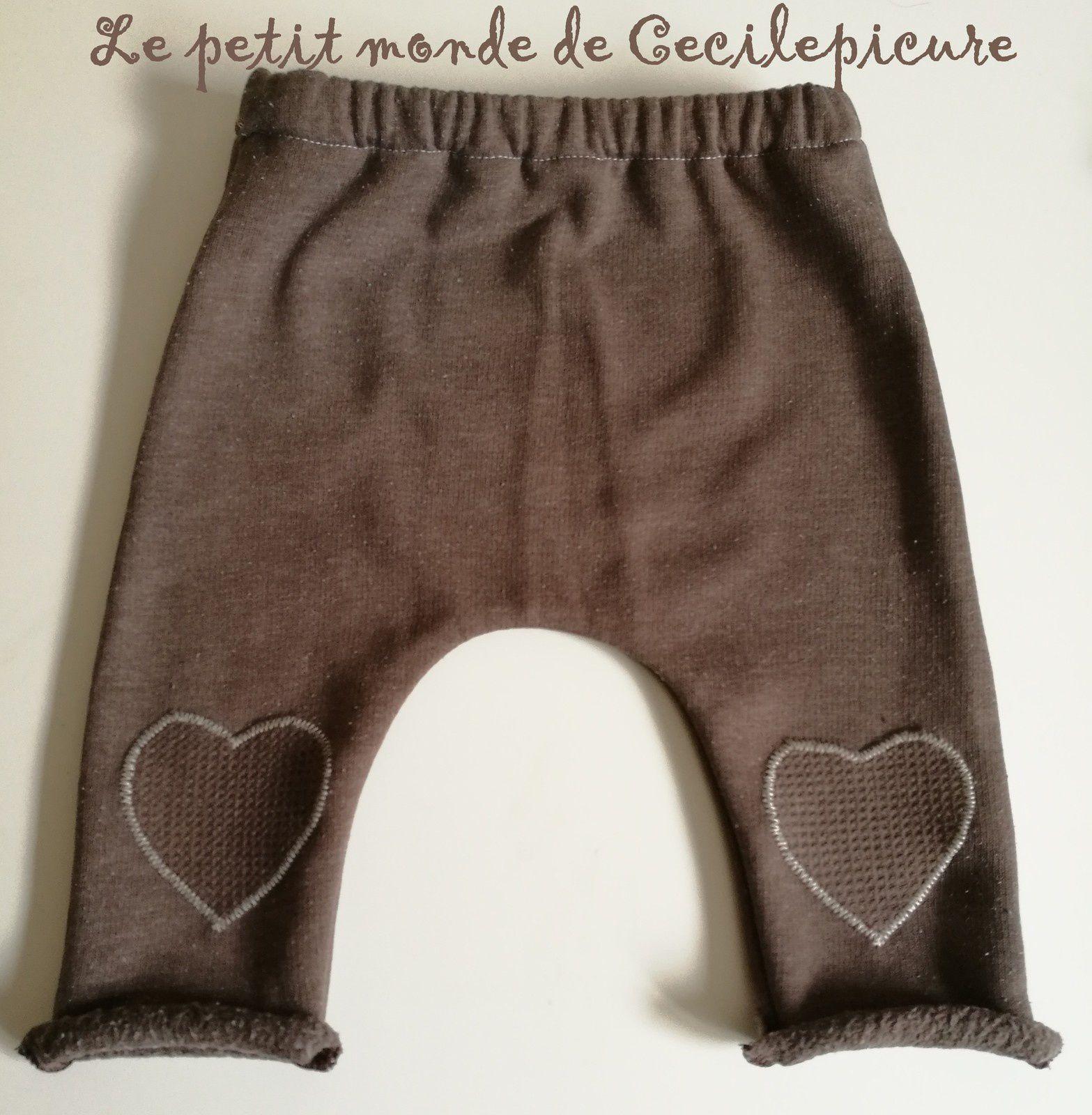 Ensemble bébé (cache-coeur et pantalon)