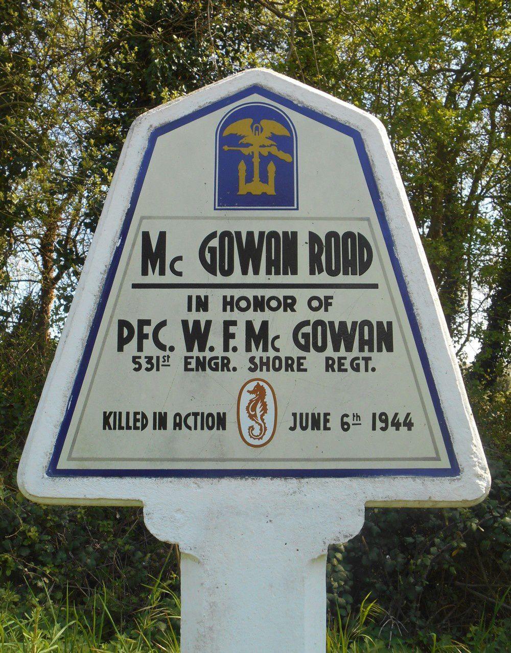 Une des stèles  érigées en souvenir du 6 juin 1944 - June 6th - 1944 - sur la route qui nous conduit au point de départ de notre boucle.