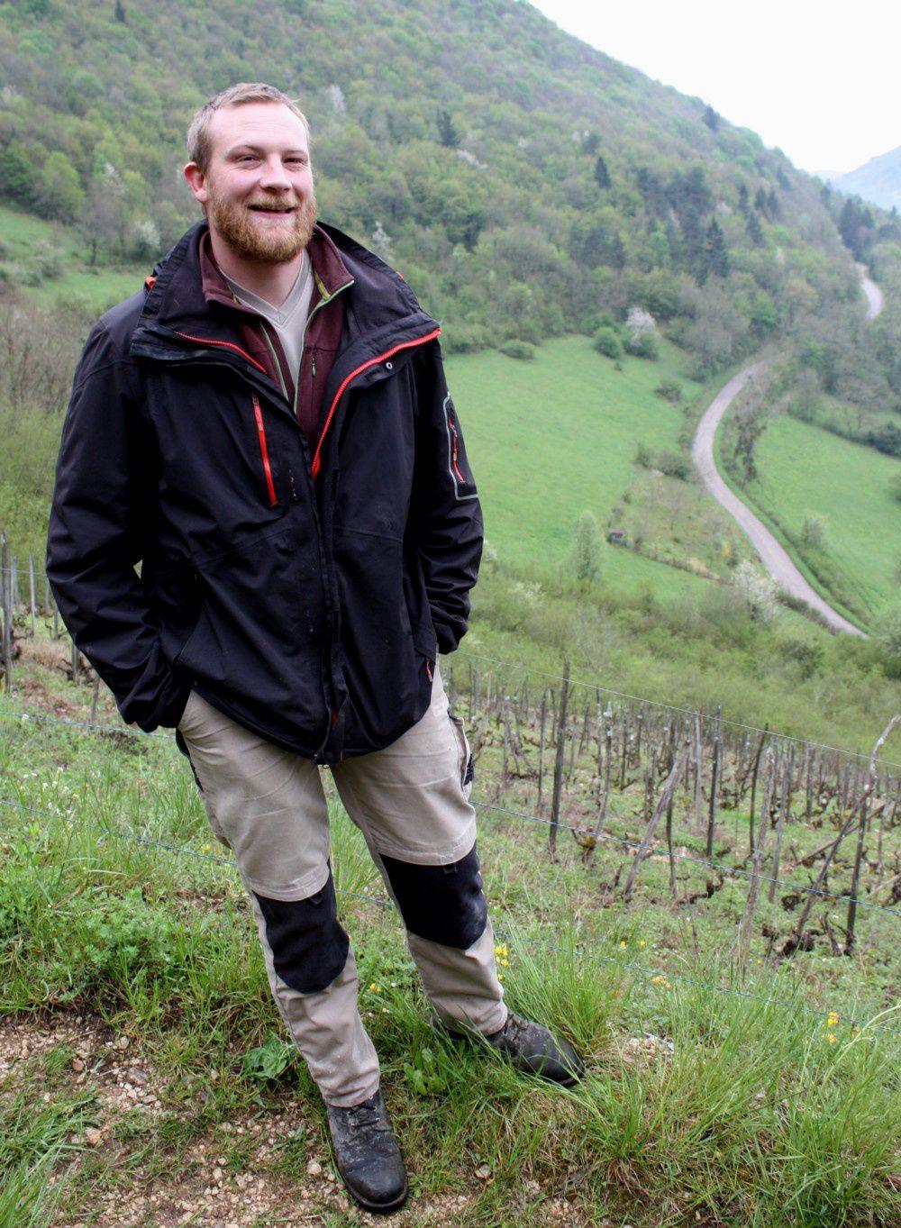 Luc Bauer dans sa vigne à Oncieu, village remarquable par sa situation © levaillant 2016