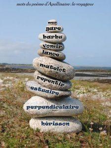 """l'image séléctionnée d'un de mes cairns a servi de support à la proposition suivante: créer un texte à partir de mots d'Apollinaire extraits de son poème """"le voyageur"""""""