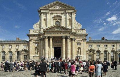 Le Val de Grâce, monument historique et  emblème de l'excellence française ... pourquoi le fermer ?