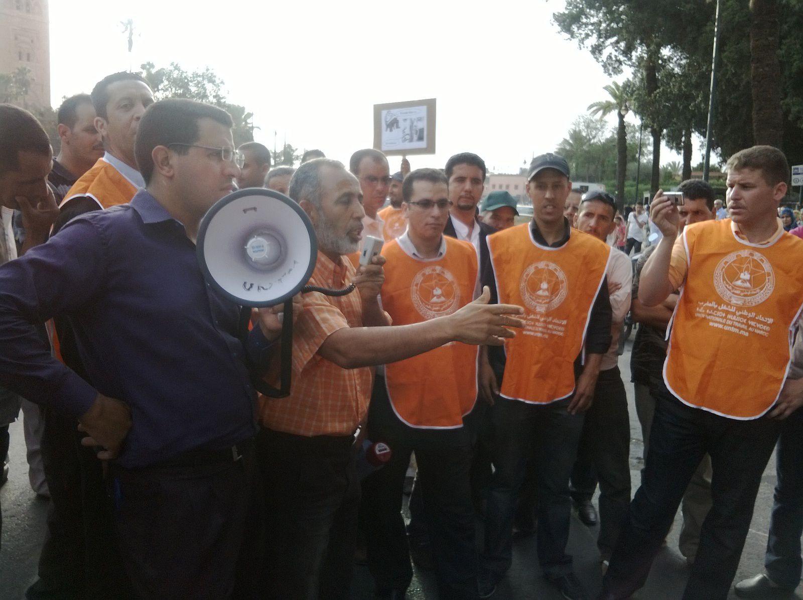 الوقفة الاحتجاجية التي نظمها المكتب النقابي لشركة ألزا المنضوي تحت لواء الاتحاد الوطني للشغل بالمغرب. يوم الأربعاء 4 يونيو 2014