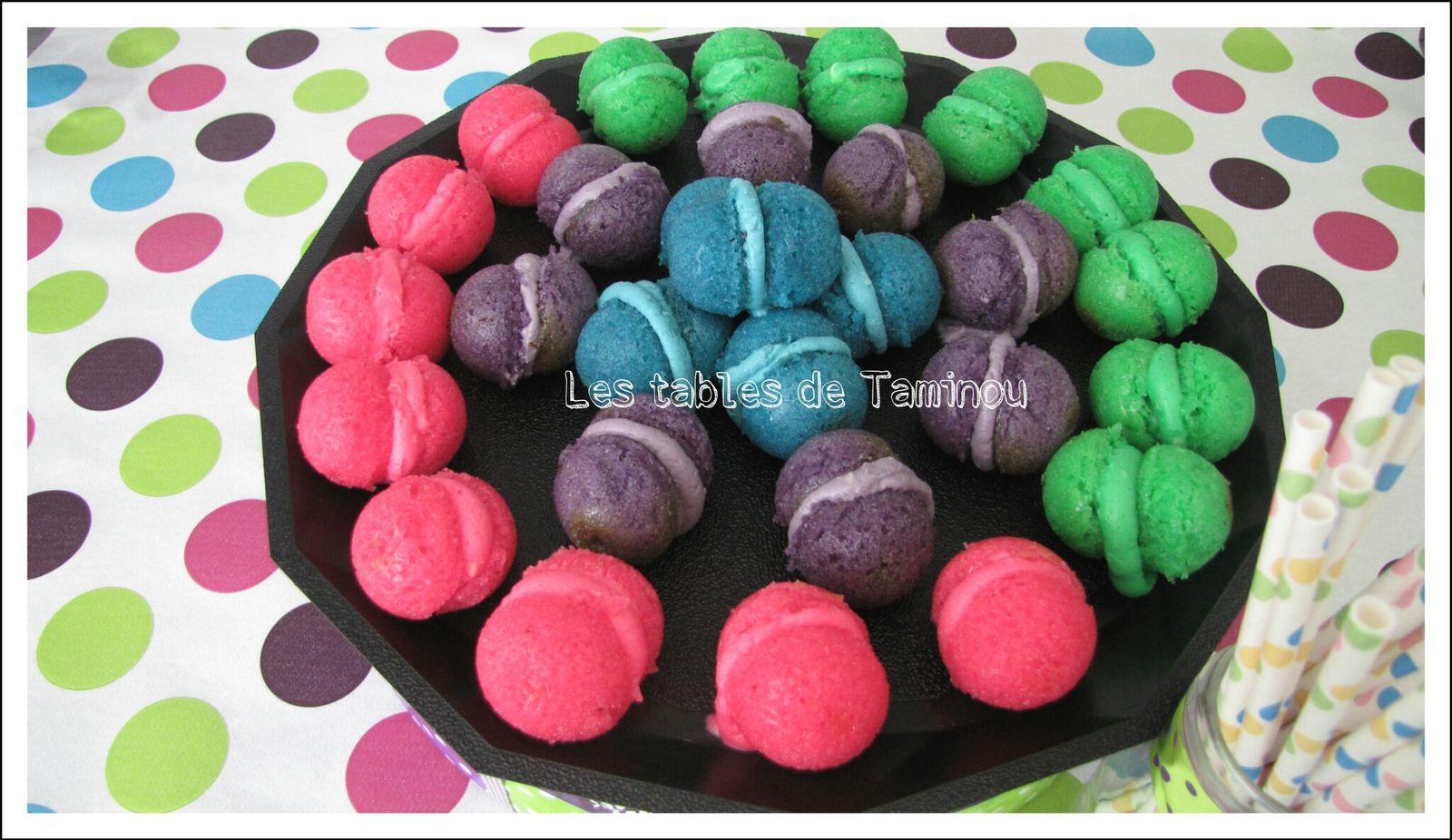 Base de gâteau au yaourt, vous divisez en 4 parties + colorant alimentaire rose/bleu/violet/vert + crème au beurre + les 4 colorant.