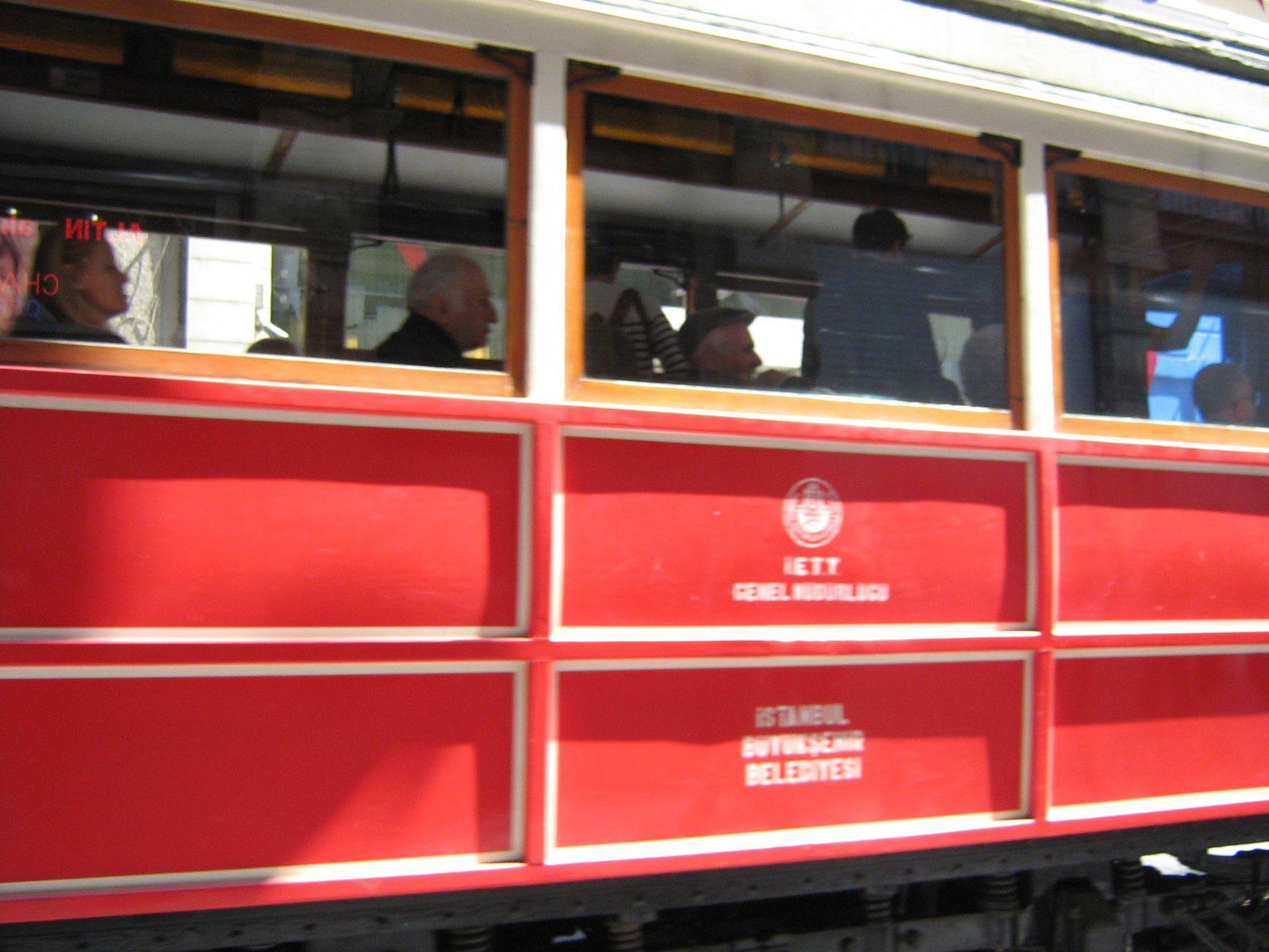 Le tramway nostalgique... mais où était l'arrêt intermédiaire ??? On croisait toujours celui qui descendait alors qu'il nous fallait celui qui remontait...
