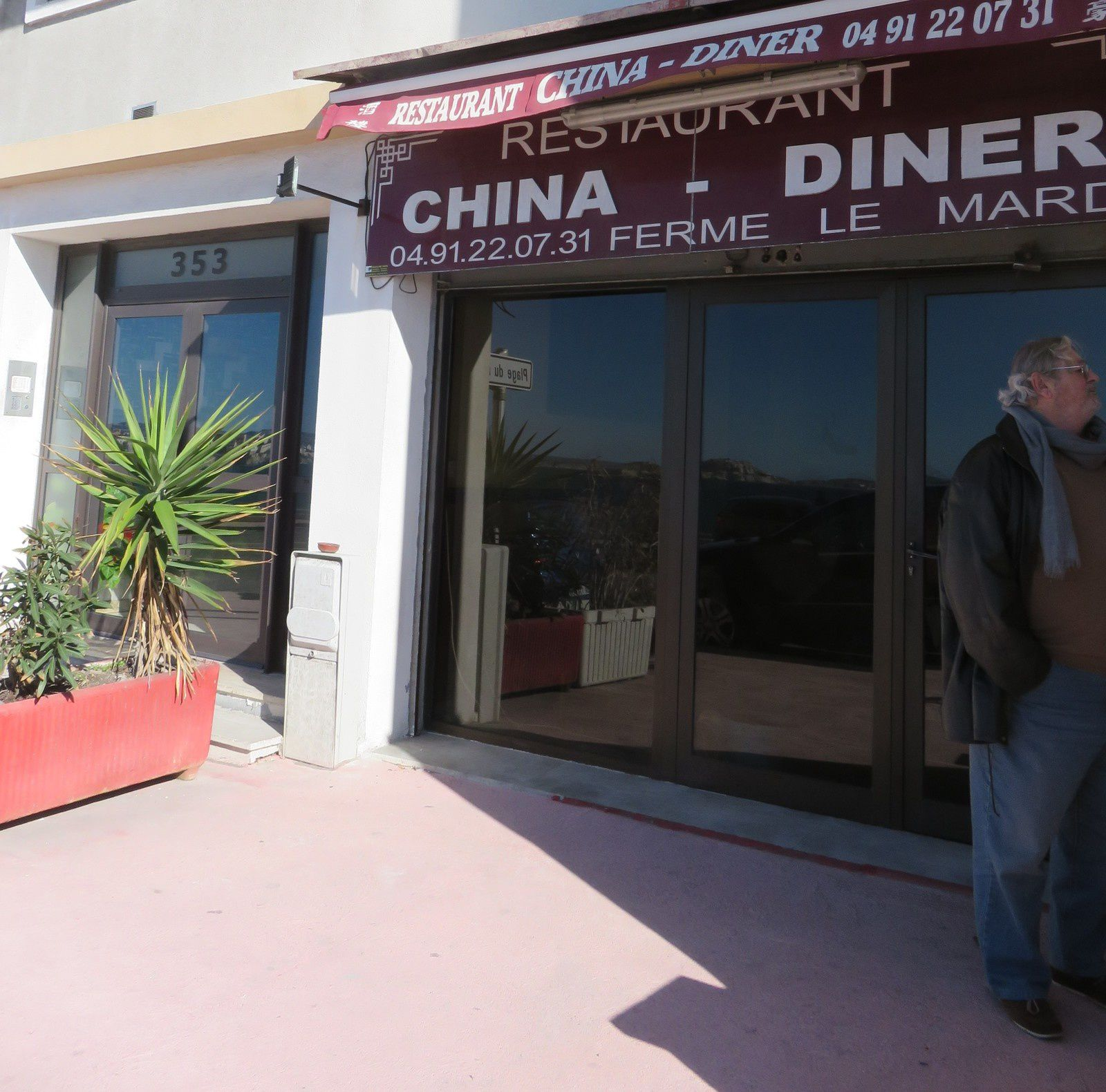 China-Diner 353 corniche Kennedy 13007 Marseille - Tél : 04 91 22 07 31