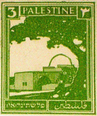 C'est un timbre de Palestine sous mandat britannique. Il dit «Palestine» en hébreu, en arabe et en anglais, mais en hébreu, il est ajouté les initiales א.י . (EY), pour Eretz Yisrael, la Terre d'Israël, qui est ce que les Juifs ont toujours appelé la région.  En 1925, arabe dirigeants en Palestine étaient très bouleversé par ces deux lettres, alors ils sont allés à la cour.  De la Palestine Bulletin 13 Octobre 1925: