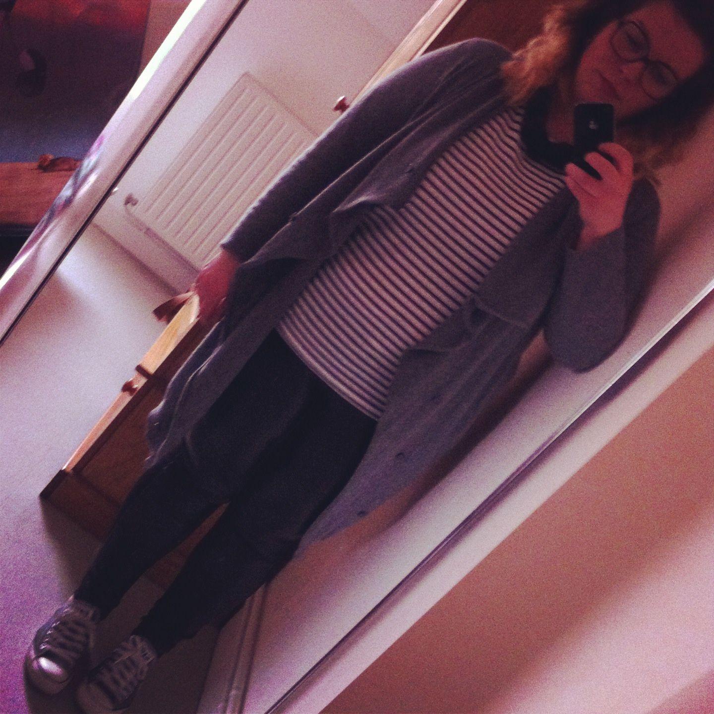 outfit 30/04/2013 marinière fripes gilet loose ? legging bi-matière Mango que je lâche jamais sauf pour le laver mon collierbyme et mes converses basse grises