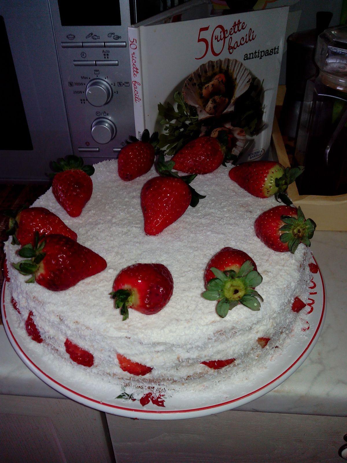 Noi am anticipat putin primavara si ne-am rasfatat cu un tort in culorile martisorului. Delicios si plin de vitamine! O primavara colorata, senina si cu multe bucurii, voua, tuturor!