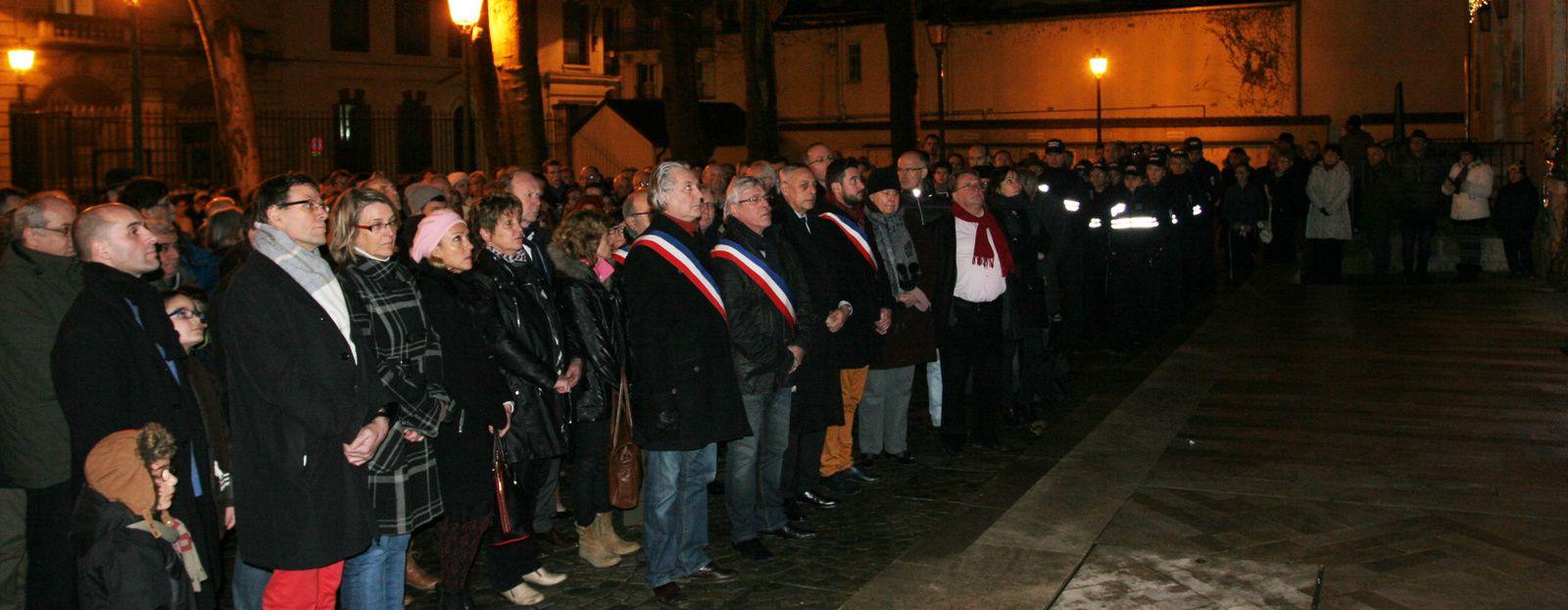 Près de 400 personnes pour Charlie Hebdo à Montargis