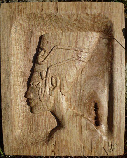 """""""Néfertiti"""" en bois échauffé 29x21x2.5cm nov 2011"""