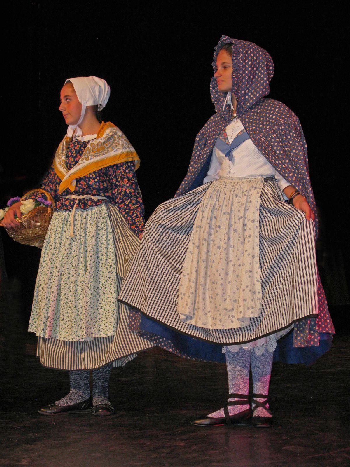 Paysannes en tenue d'hiver.