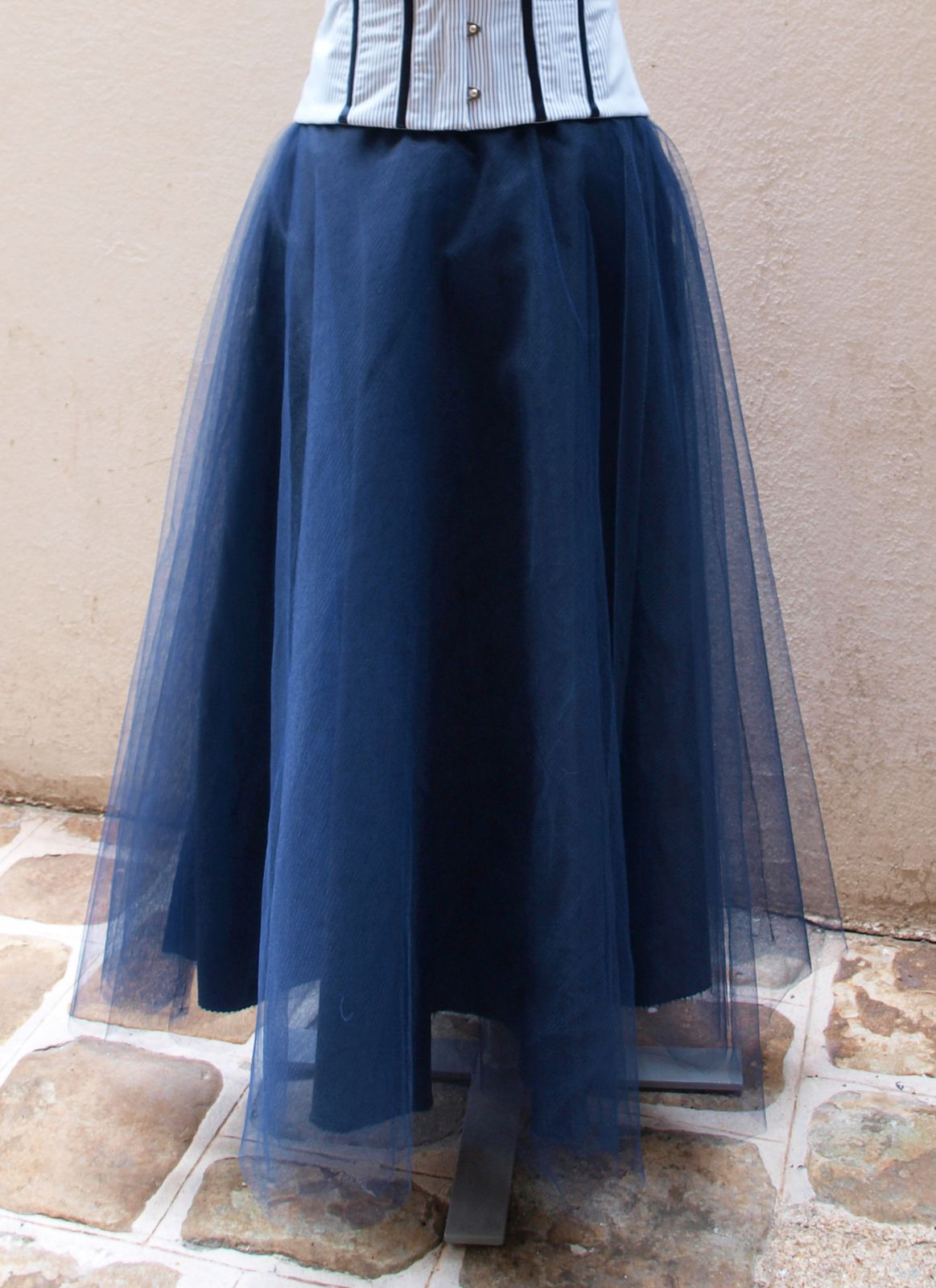 Jupon mi-long en tulle bleu