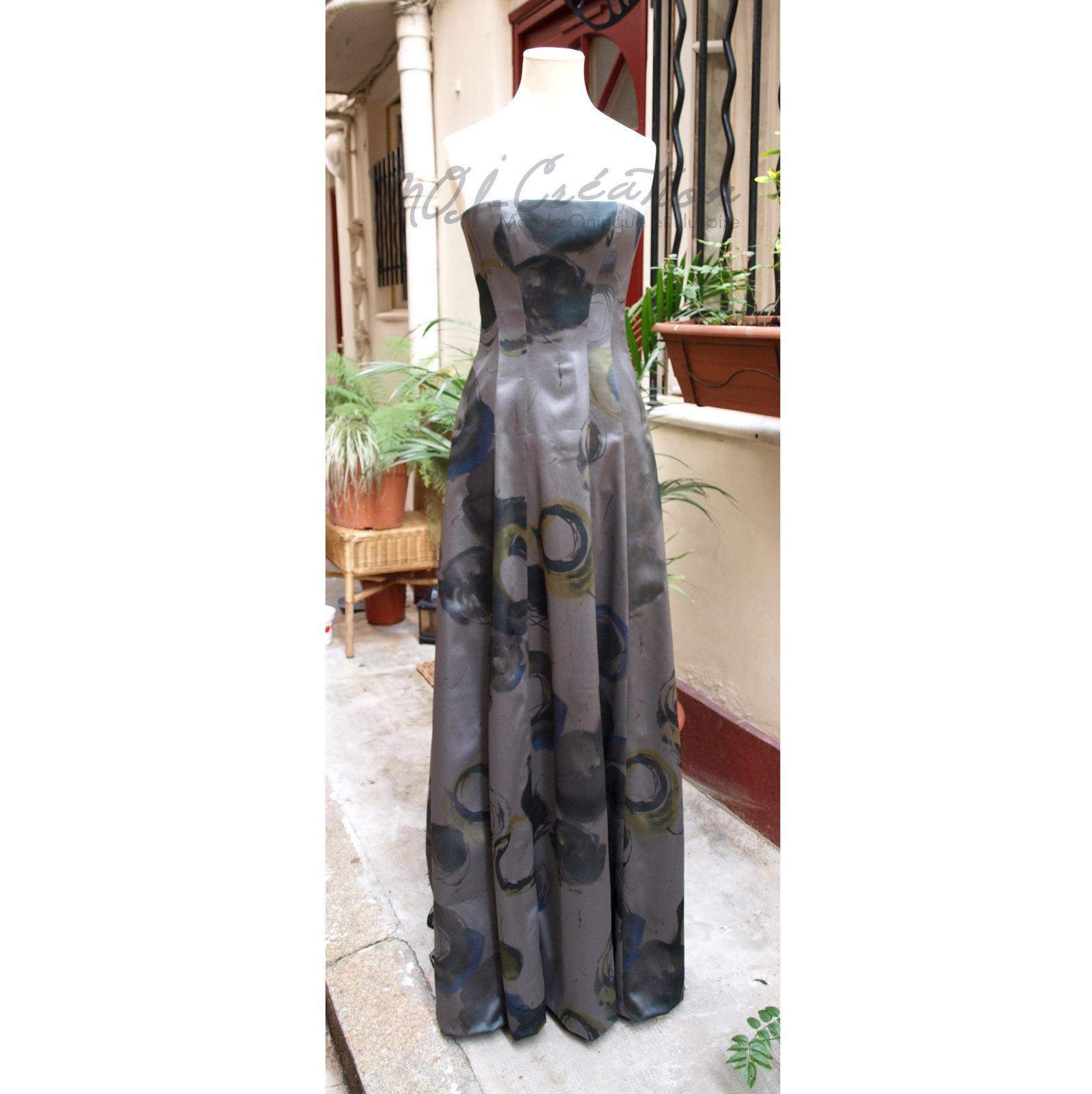 Robe longue corsetée