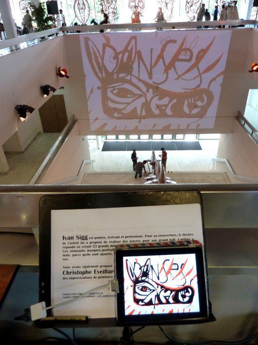 Zèbre créé en direct sur iPad et sa projection dans le puits central du théâtre