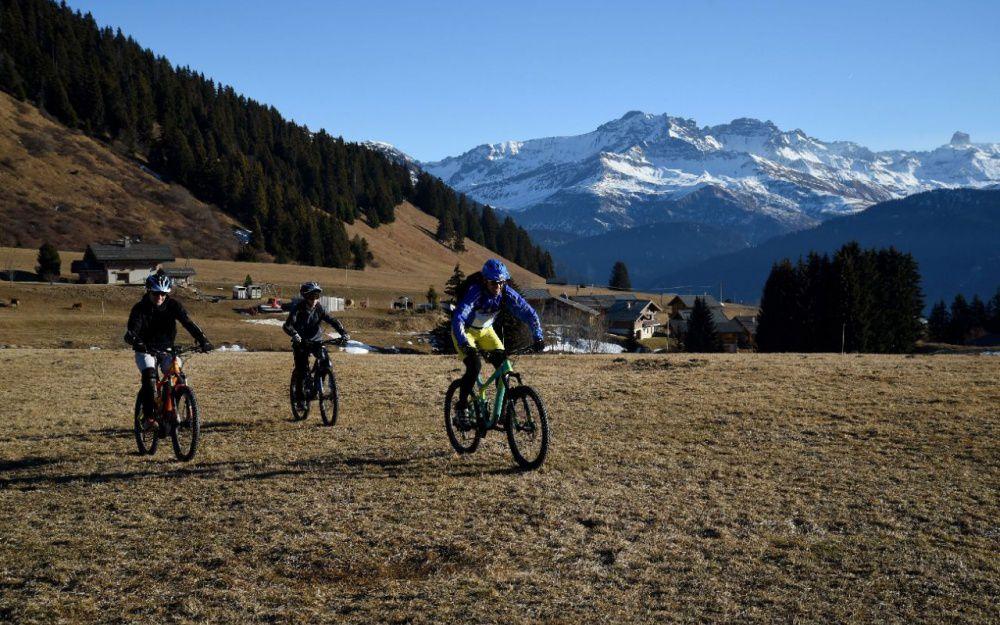 Stations de ski: l'activité partielle, solution d'urgence face au manque de neige