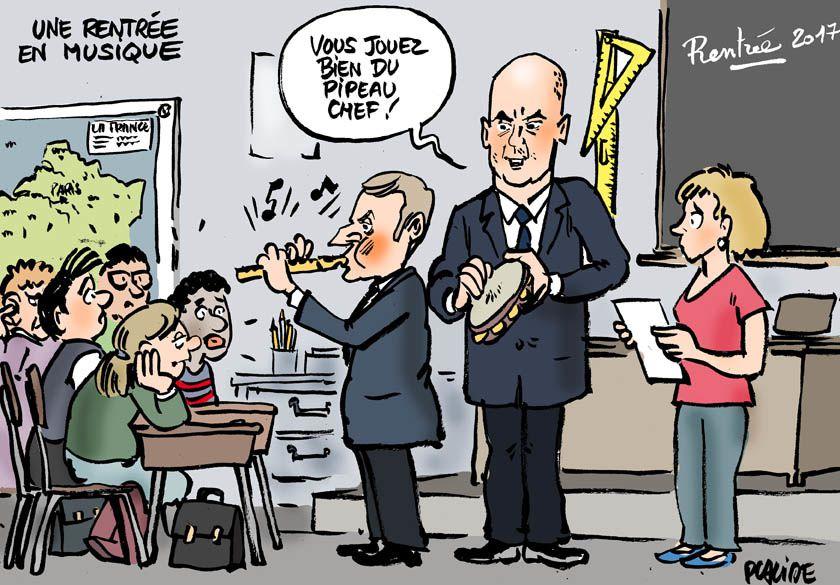 Macron visite trois classes d'une école de Forbach