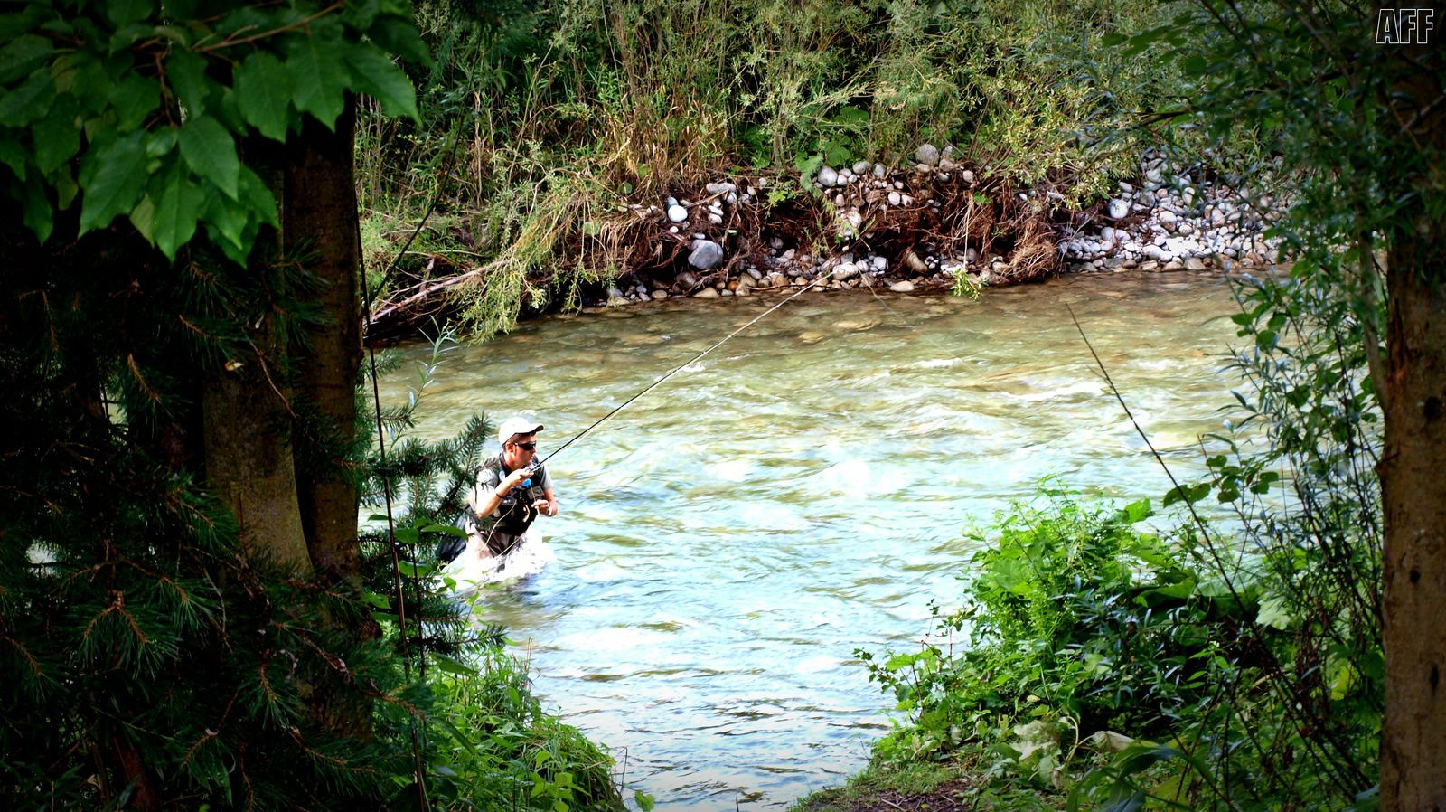Primeros lances ya en competición en un ancho y fuerte correntón.. - First casts of the competition in a strong streams.