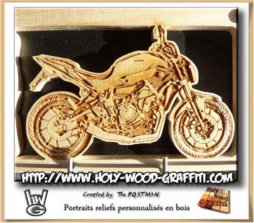 Détails de la gravure de la moto