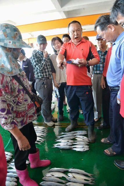 La halle aux poissons de Dongshi 東石漁港市場
