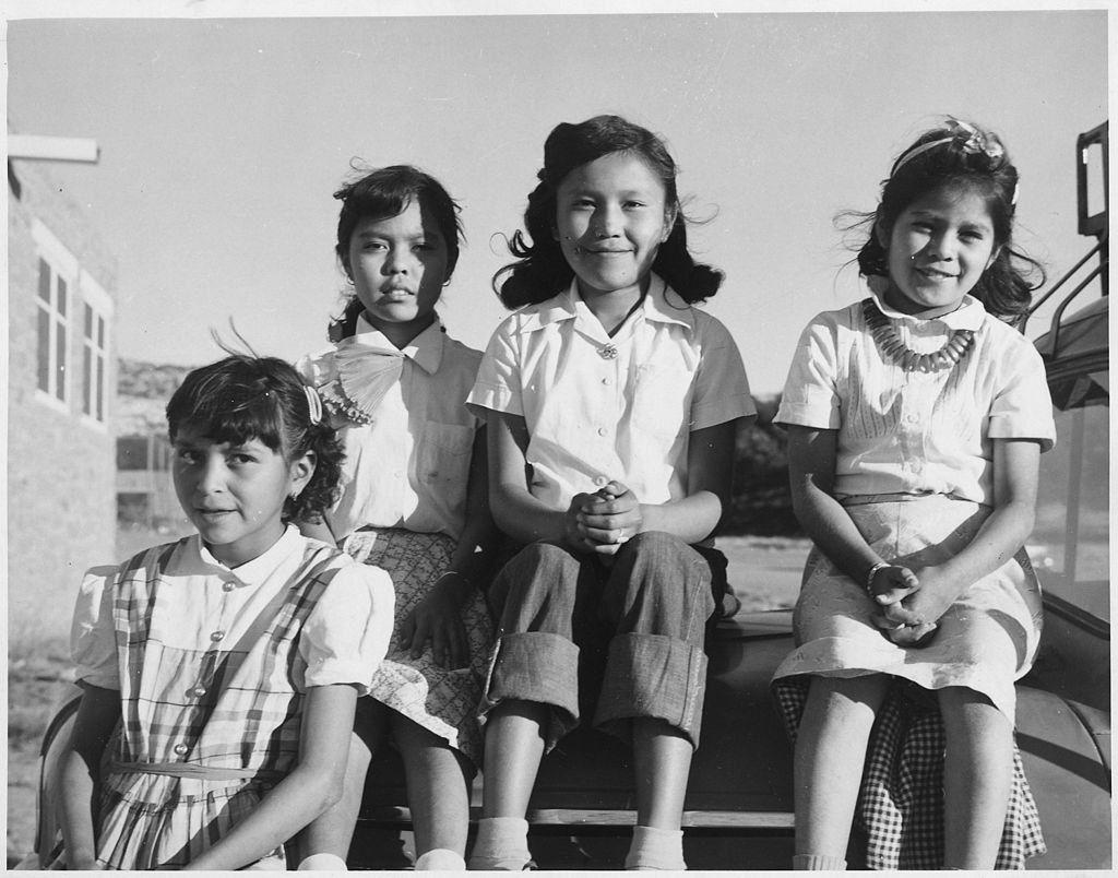 enfants Navajos - Par Inconnu ou non renseigné — U.S. National Archives and Records Administration, Domaine public, https://commons.wikimedia.org/w/index.php?curid=27334339