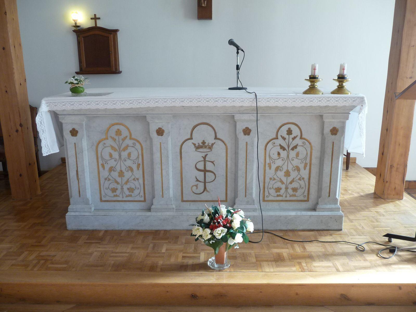 L'autel offert en 1896 par Mr et Mme Jules Favier Belle