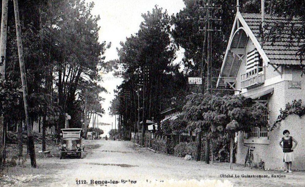 Avenue de la Chaumière devant le premier bureau de  poste. Renault nn 1925