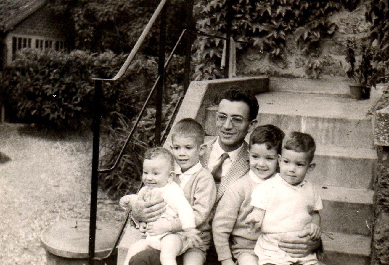 Pierre et ses quatre aînés au Chesnay