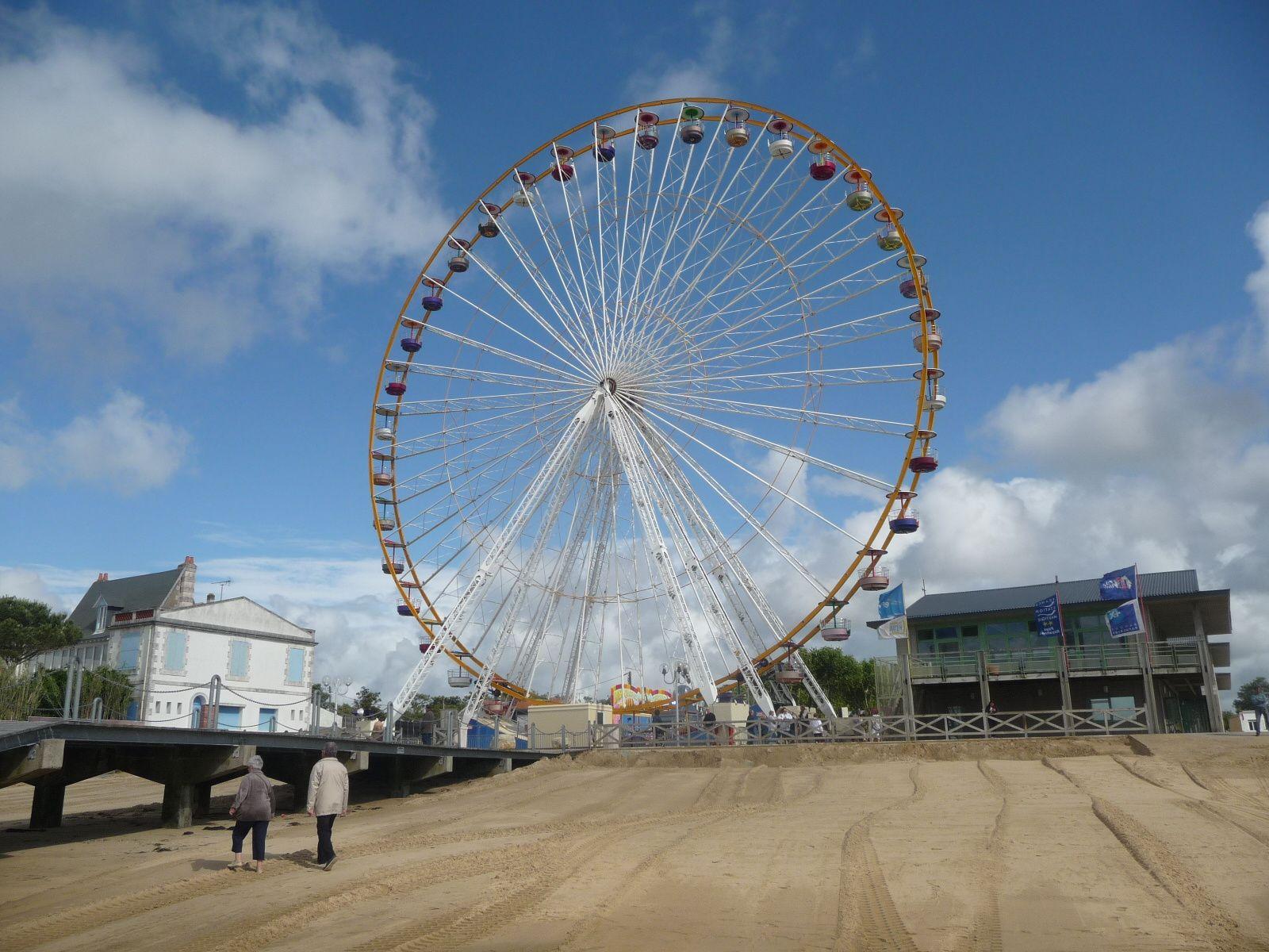 Cette grande roue intallée sur la Place Brochard a défrayé la chronique pendant tout l'été