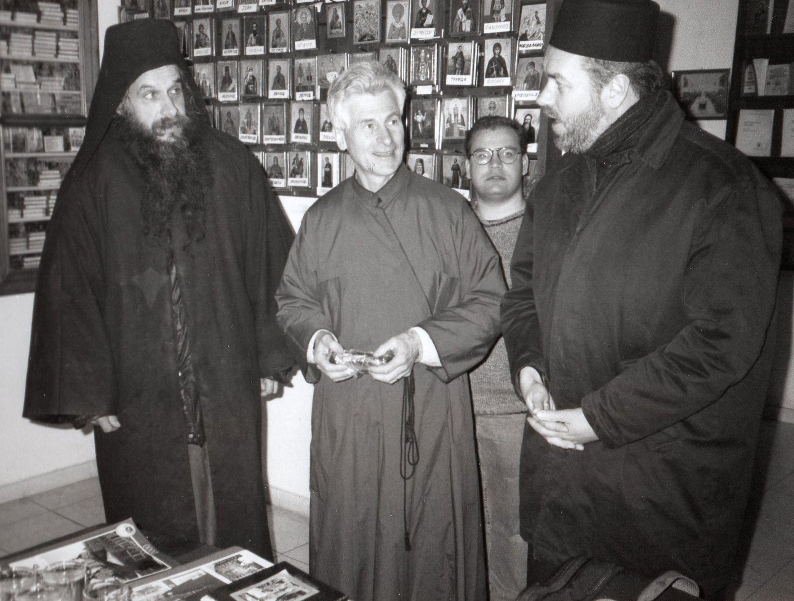 Au monastère Saint Panteleimon avec à sa gauche le père Athénagoras Peckstadt