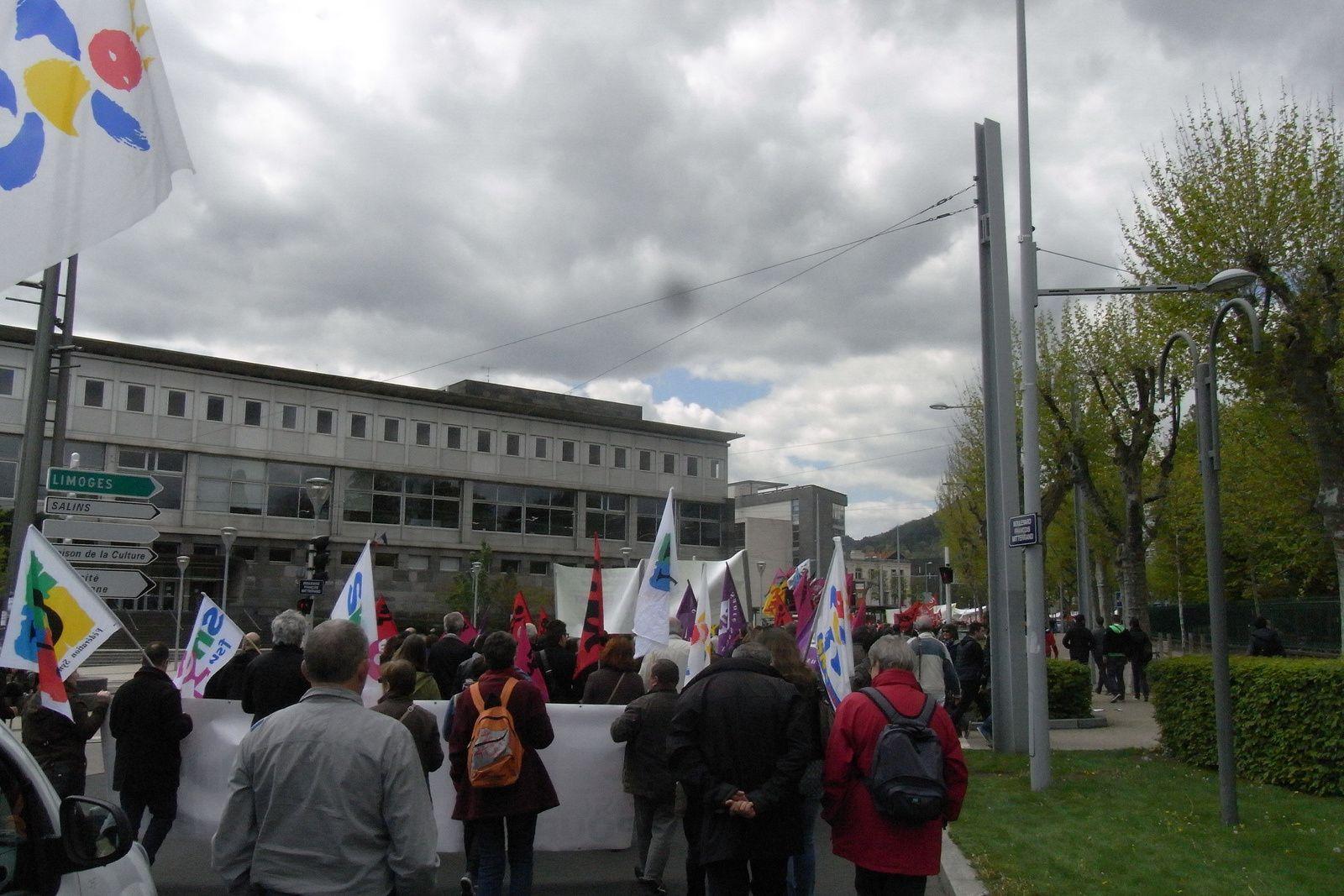 Belle manifestation aujourd'hui 28 avril à Clermont-Ferrand: Un seul mot d'ordre «Retrait de la loi travail»