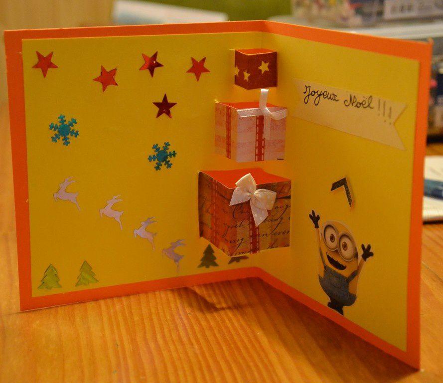 Un atelier bricolage Noël où les enfants ont fait des cartes...