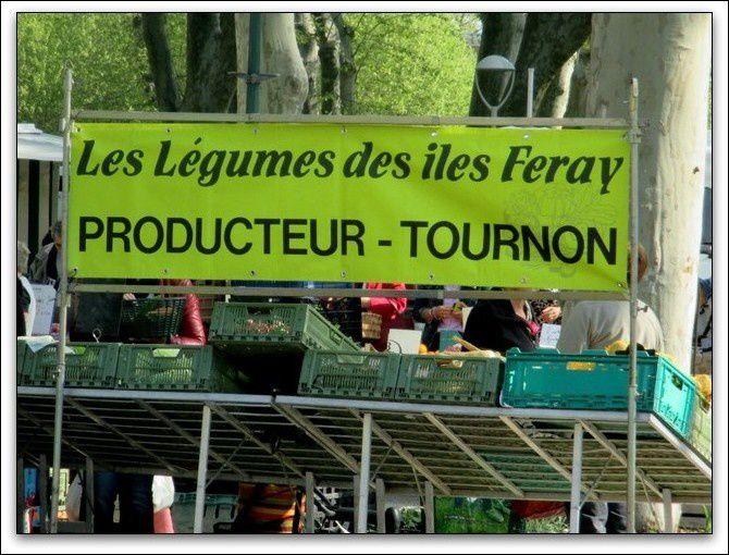 Le marché place Carnot Tournon-sur-Rhône