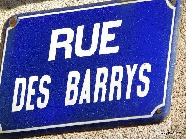 On continue notre petite ballade, aujourd'hui nous découvrons la rue des Barrys à Tournon