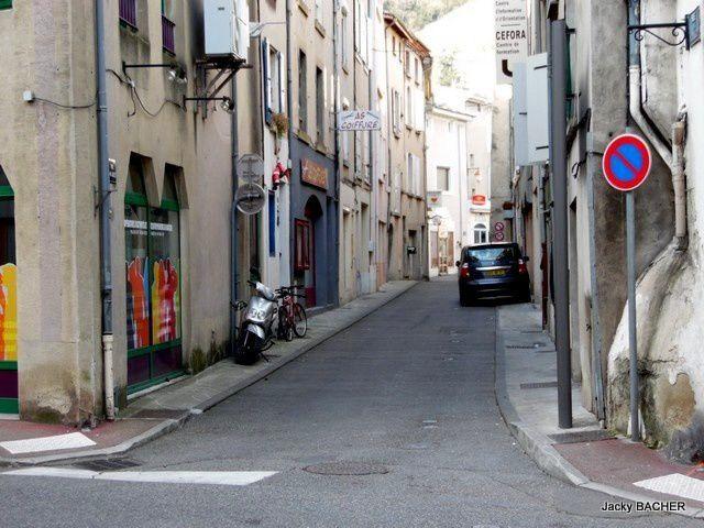 On continue la visite des rues de Tournon, aujourd'hui la rue du 14 juillet.