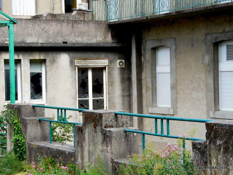 Que devient l'ancien hôpital de la place Jean-Jaurès à Tournon?