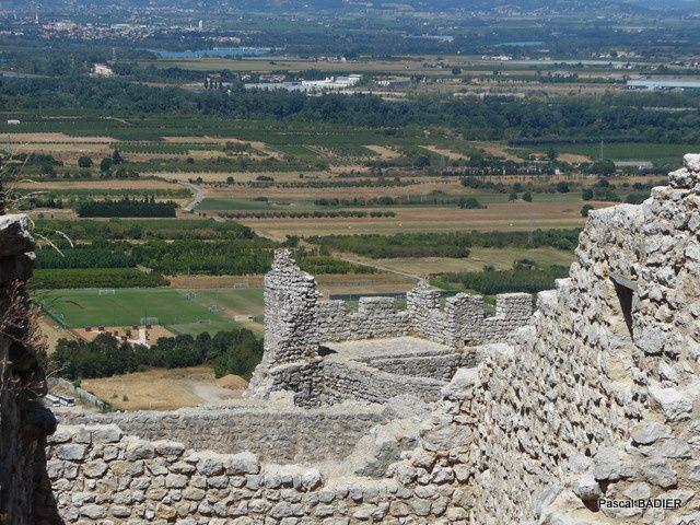 Le château de Crussol est une forteresse médiévale du début du XIIe siècle, située sur la commune de Saint-Péray, dans le département de l'Ardèche