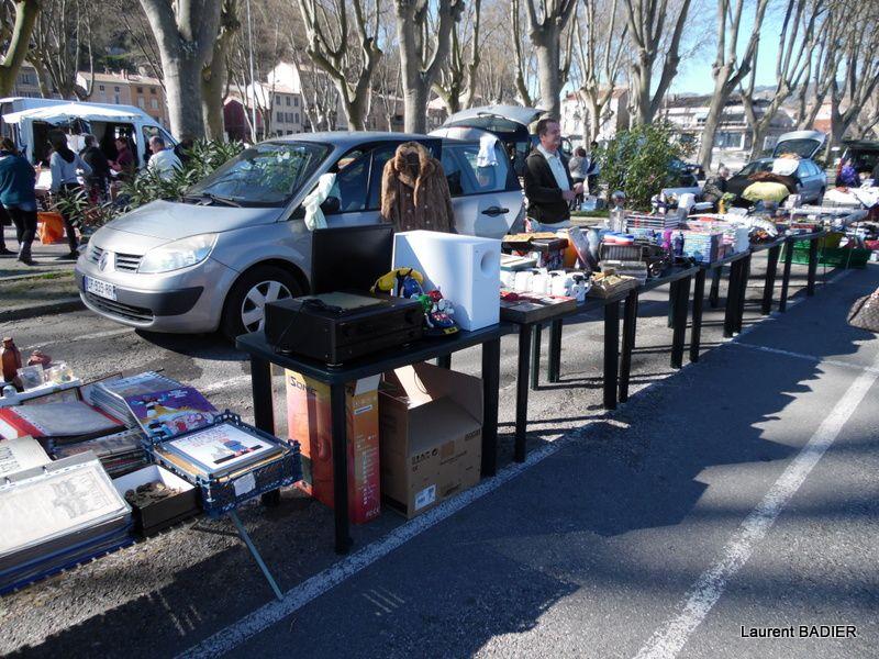 Temps magnifique et belle affluence pour brocante, vide-greniers, Tournon-sur-Rhône, ce dimanche 21 février 2016 (Photos de Laurent B. )