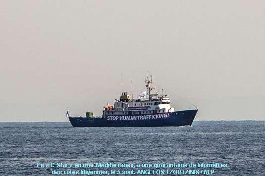 En Méditerranée, un navire antimigrants veut refouler les bateaux venus d'Afrique