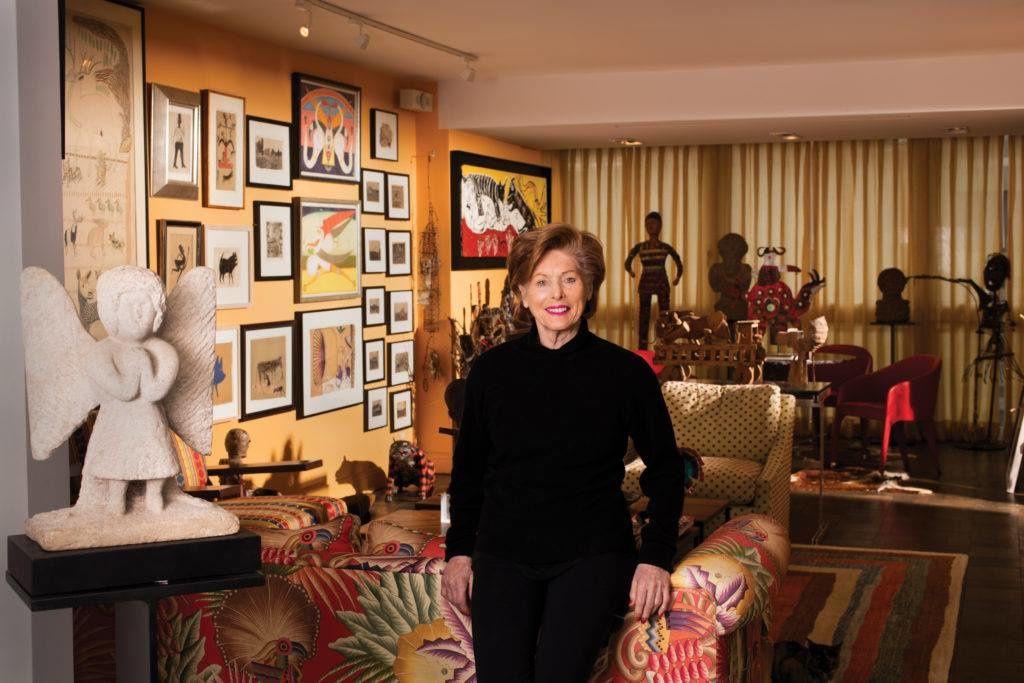 Audrey B. Heckler au milieu de sa collection