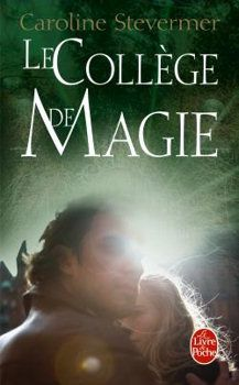 Le collège de magie  (A College of Magics, 1994), traduction de Patrick MARCEL, Livre de Poche collection Fantasy n° 31511, 2009, 544 pages