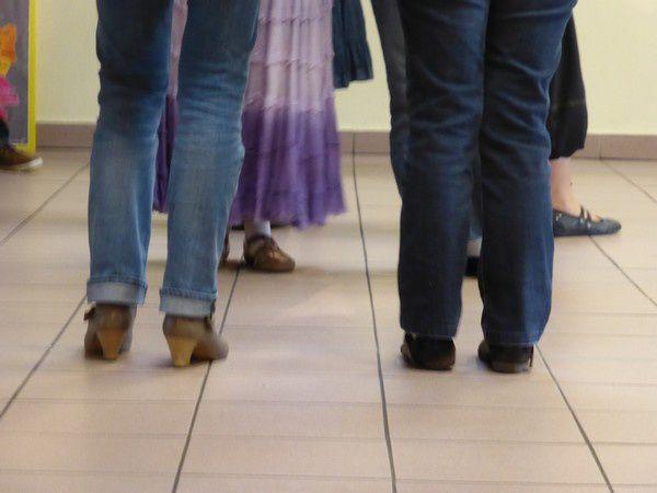 le week-end dernier, nous sommes allés à Nancy pour un stage de danses bretonnes (et de broderie)...l'idée : photographier les pieds des danseurs, mais je ne maîtrise pas du tout... trop statique ou alors trop flou !