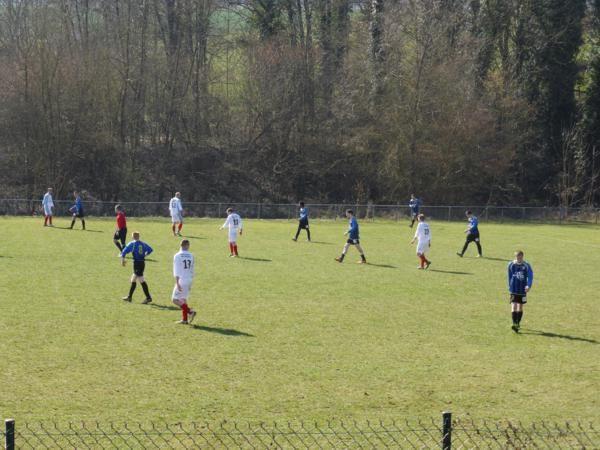 ...dimanche matin...ça joue au foot !!