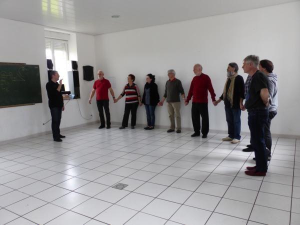 vendredi 28 mars... après-midi consacrée aux danses du Léon...rond d'Ouessant, rond de Molène, danses Léon...