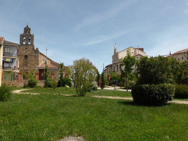 enfin à Astorga... près de 16 km pour rejoindre les premiers et manger...avec Josiane et Marie-Jeanne, nous décidons de rester pour visiter la ville  tandis que les autres reprennent la route..et c'est bien le cas de le dire !