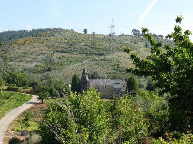 ..;arrêt au petit village de Pieros...au milieu des vignes...