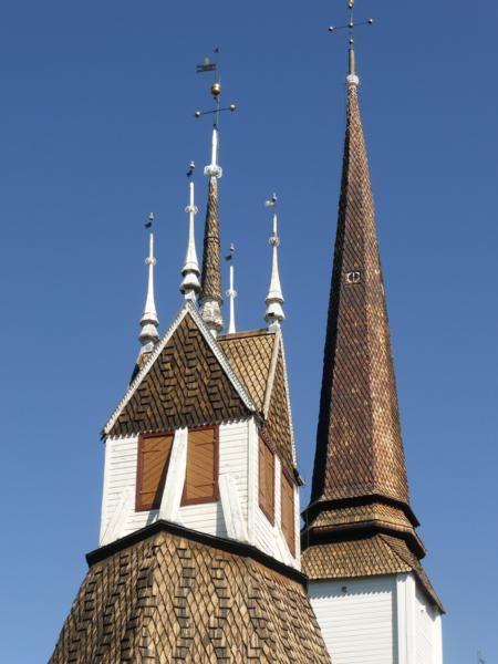 Nous allons visiter une vieille église luthérienne du XVII au très joli toit de bois... à l'intérieur de superbes peintures...mais il était interdit de prendre des photos...
